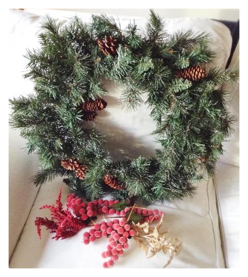 decor, holiday decor, decorating, home, home decor, home decorating, design, interior design, holiday decor, decorations, holiday decorations, christmas decor, christmas decorations, winter decorations, winter decor, diy, wreath, christmas wreath, holiday wreath, pinecone wreath, berries, homemade wreath