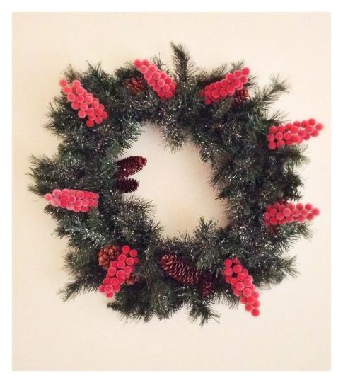 decor, holiday decor, decorating, home, home decor, home decorating, design, interior design, holiday decor, decorations, holiday decorations, christmas decor, christmas decorations, winter decorations, winter decor, wreath, diy, christmas wreath, holiday wreath, homemade wreath, berries, pinecones