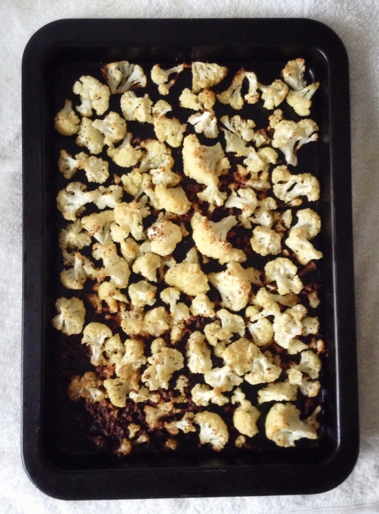 food, cooking, recipe, healthy food, healthy recipe, vegetables, vegetable recipe, vegetarian recipe, cauliflower, cauliflower recipe, roasted cauliflower, roasted cauliflower recipe, garlic, parmesan, garlic parmesan roasted cauliflower, garlic parmesan roasted garlic recipe, snack, snack recipe, healthy snack, veggies