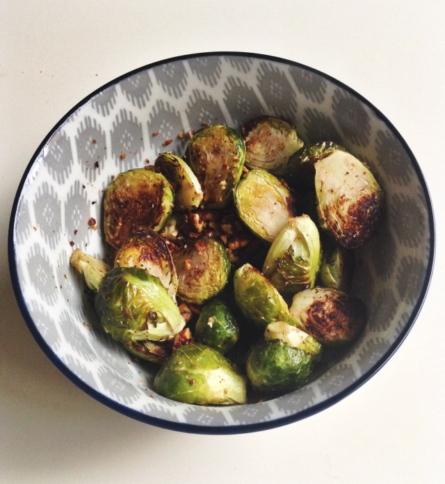 food, cooking, baking, brussels sprouts, roasted brussels sprouts, roasted brussels sprouts with pecans, roasted brussels sprouts recipe, roasted brussels sprouts with pecans recipe, side dishes, side dish recipes, dinner recipes, simple recipes, simple dinner recipes, healthy recipes, healthy food