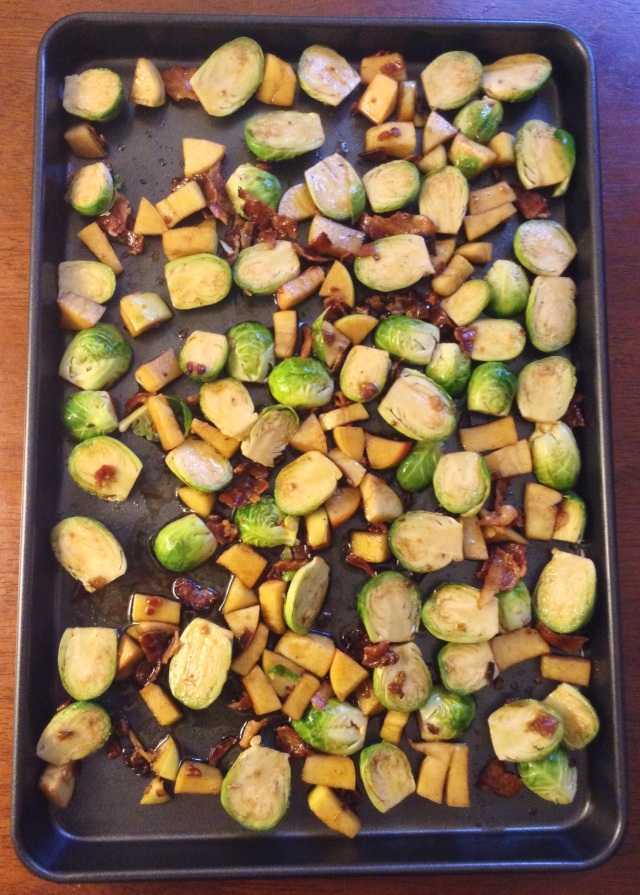 food, cooking, baking, brussels sprouts, roasted brussels sprouts, bacon, apple, bacon and apple brussels sprouts, dinner recipes, side dish recipes, easy side dish recipes